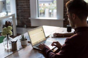 Szkolenia BHP online – z czym to się je? Szczegółowe informacje